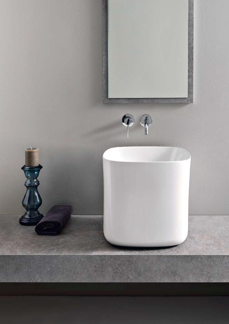 Изящен фаянс за баня от Scarabeo (Италия)
