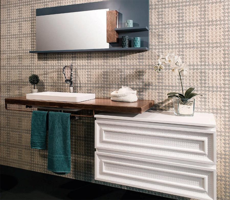 Неутрални мебели за просторна баня